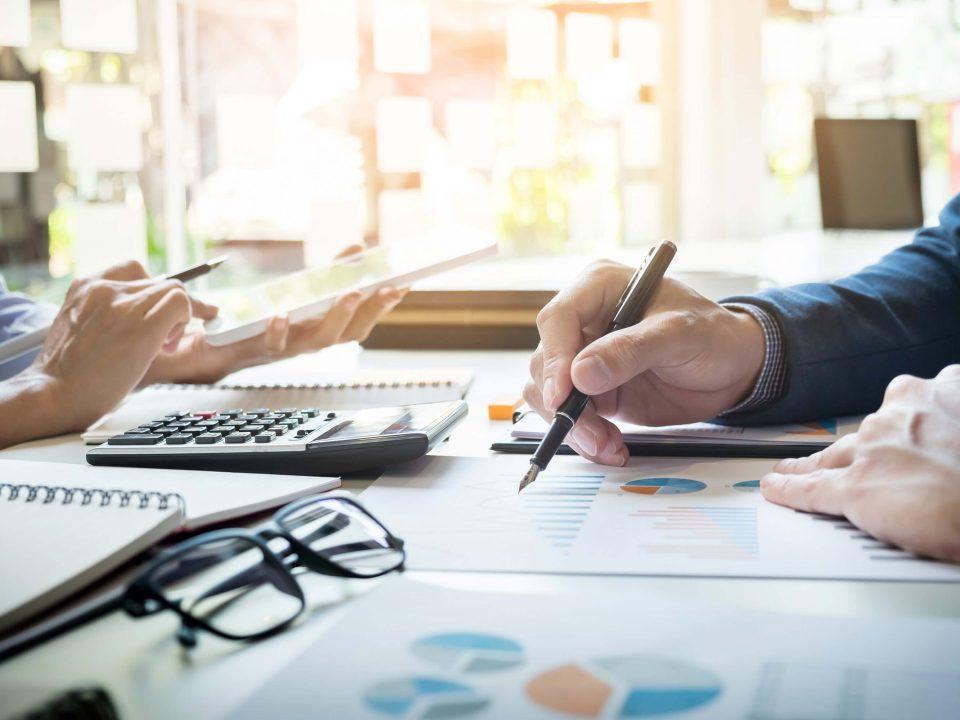 Medir el éxito de proyectos mediante análisis ROI y SROI